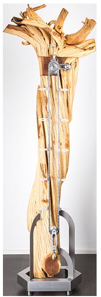 Designuhr aus Holz und Wurzeln