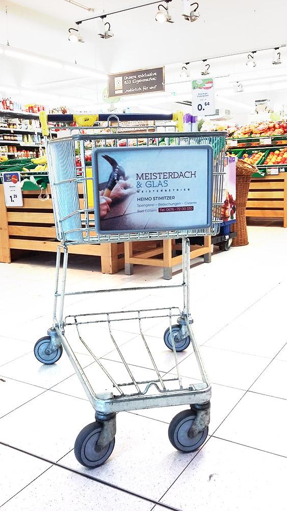 Werbefläche/Werbeschild auf einem Einkaufswagen